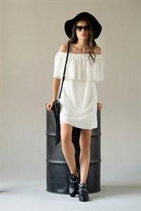 Белое летнее платье с кружевом