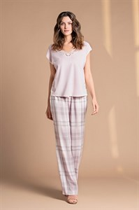 Пижама с клетчатыми брюками